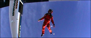 Holmes_skydiving_body_470x200